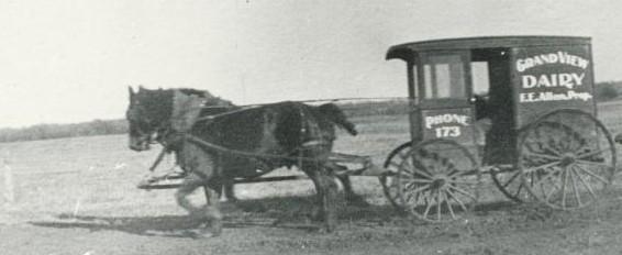1905 Dairy Wagon on Duff Avenue