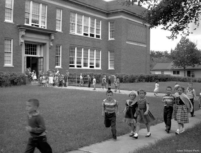 1957.09_roosevelt_school_students_c.jpg